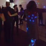 Dansende mensen oud en neiuw VakantieAnders